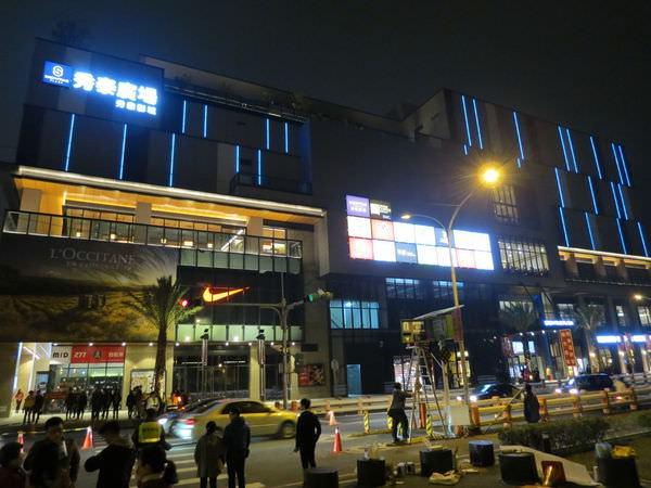 嘉義秀泰影城, 建築外觀, 夜晚