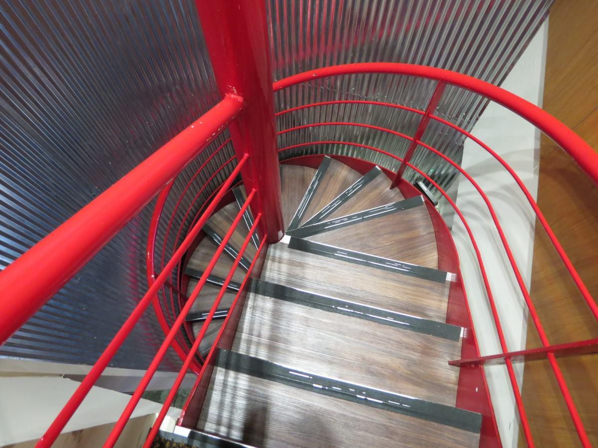 哲麵@林森店, 用餐環境, 樓梯