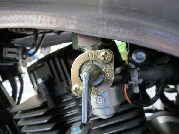 哈特佛(HartFord), 灰狼 150 Fi, 備用油箱鈕