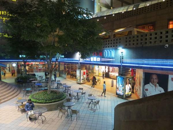 國賓影城(微風廣場), 捷運忠孝復興站, 台北市松山區
