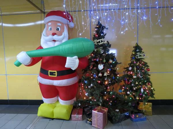 捷運市政府站, 聖誕裝飾