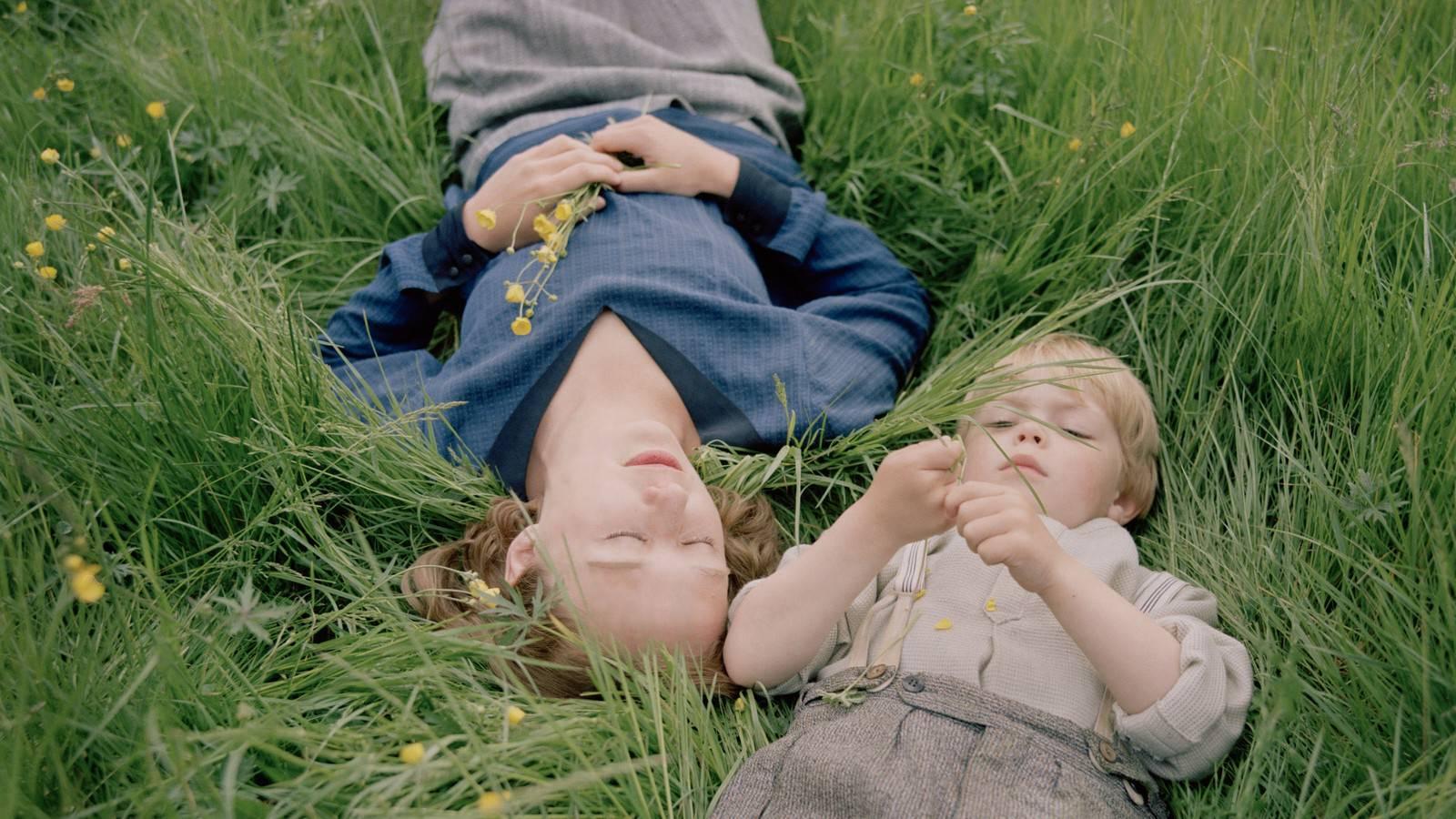 Movie, Unga Astrid(瑞典, 2018年) / 當幸福提早來(台灣) / Becoming Astrid(英文) / 关于阿斯特丽德(網路), 片尾劇情