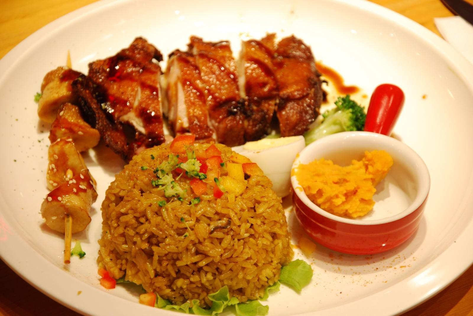 漾漾好時餐廳@南港車站店, 餐點, 香檸雞腿排佐香炒飯