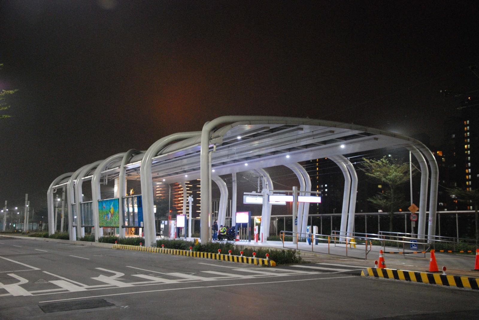 淡海輕軌綠山線, 輕軌崁頂站, 車站建築主體
