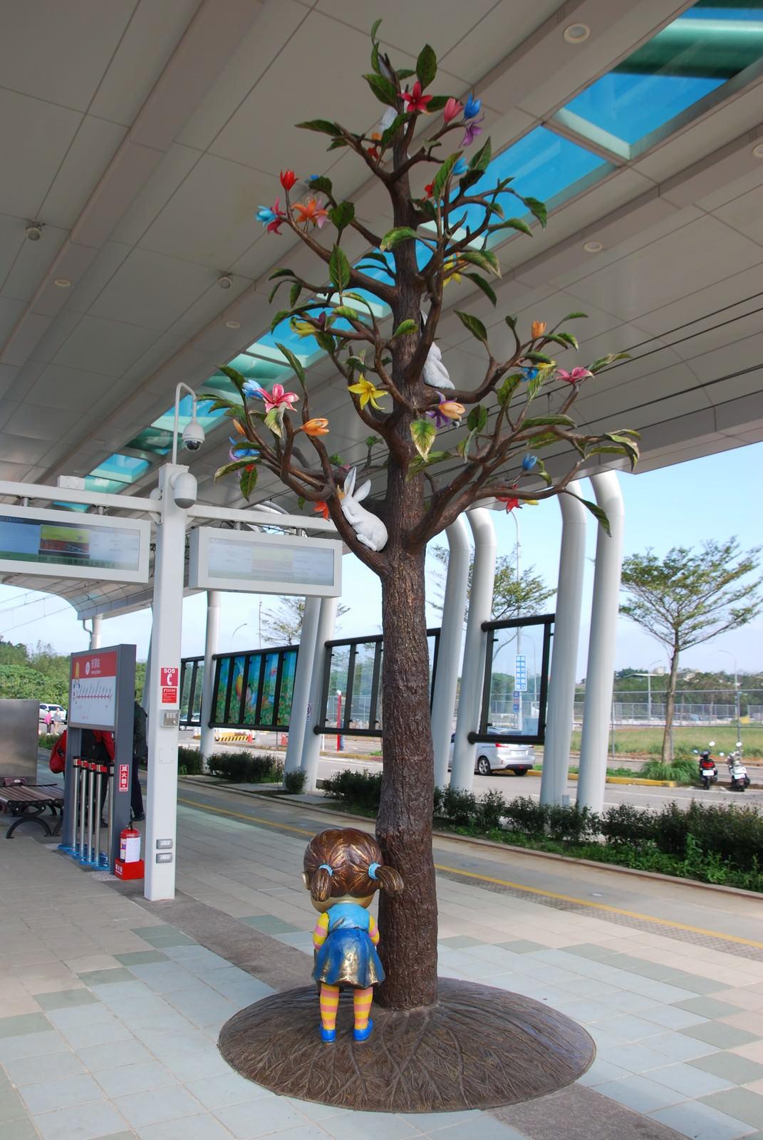 淡海輕軌綠山線, 輕軌崁頂站, 幾米公共藝術
