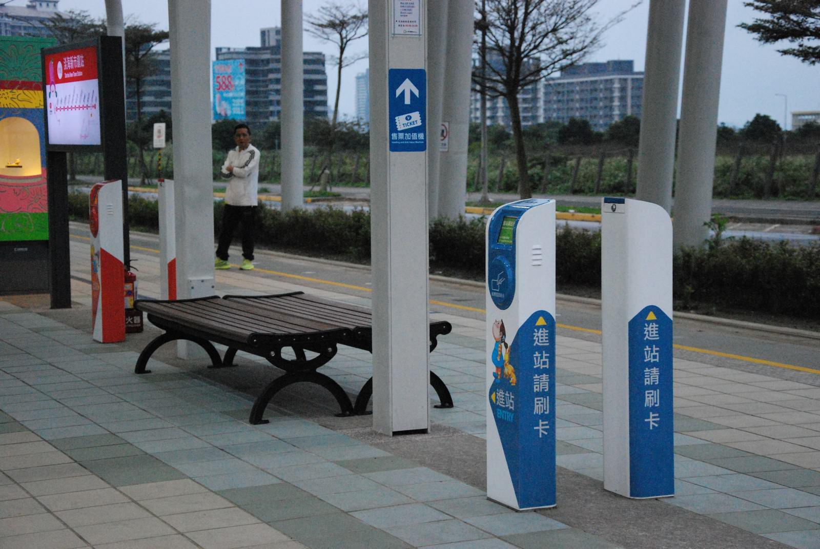 淡海輕軌綠山線, 輕軌淡海新市鎮站, 刷卡機