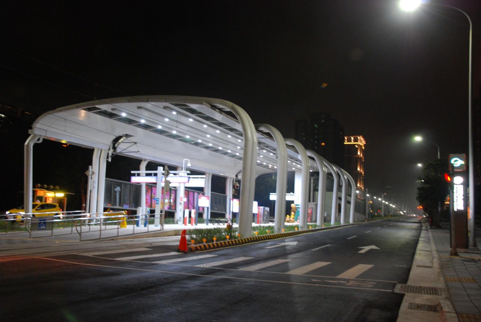 淡海輕軌綠山線, 輕軌濱海沙崙站, 車站建築主體