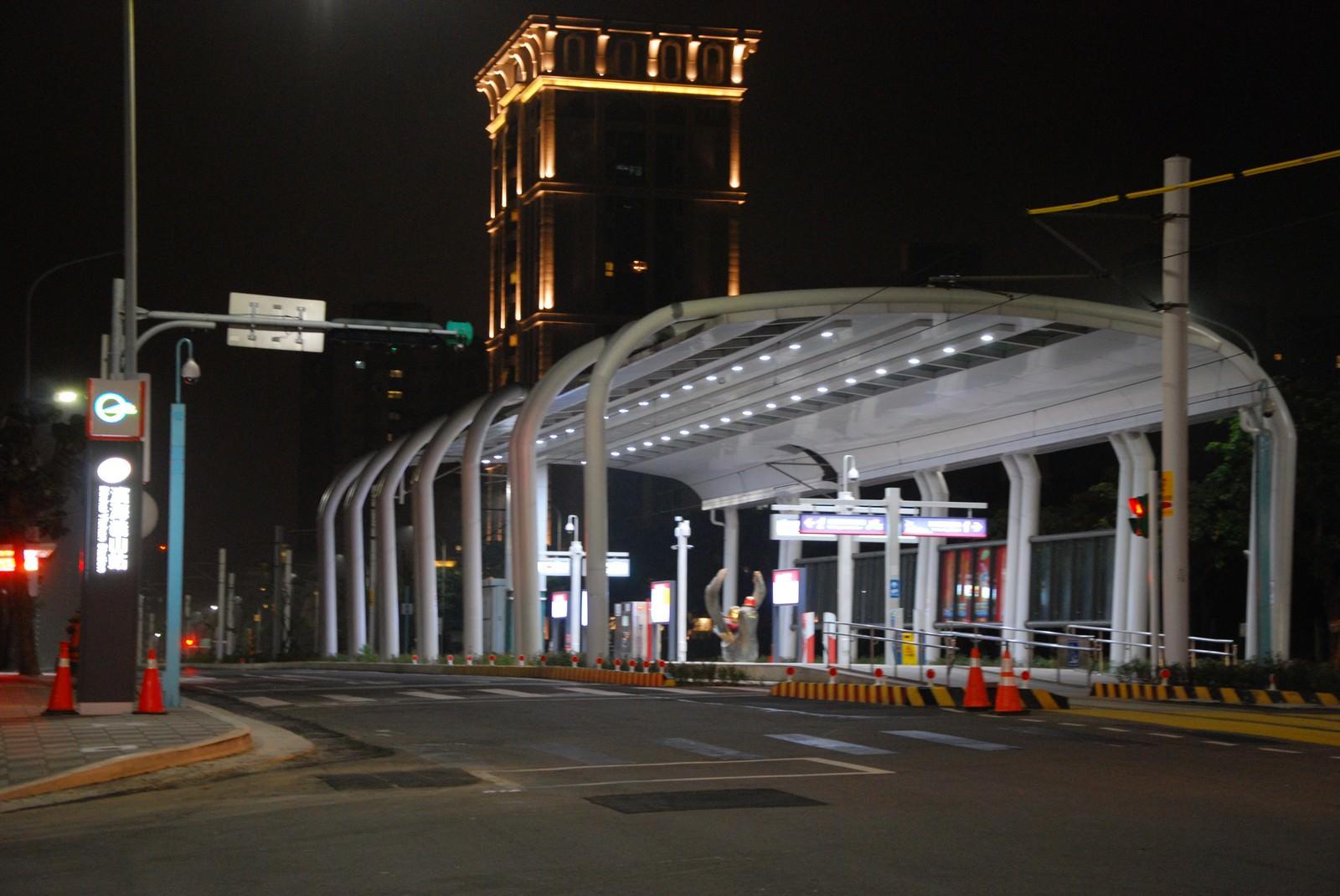 淡海輕軌綠山線, 輕軌濱海義山站, 車站建築主體