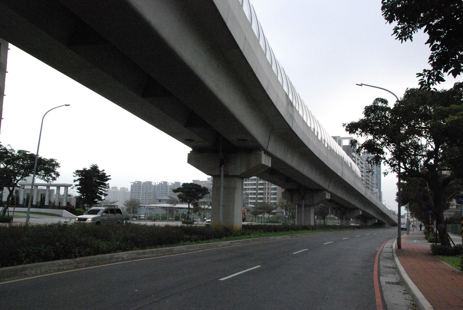 淡海輕軌綠山線, 輕軌濱海義山站, 周邊環境