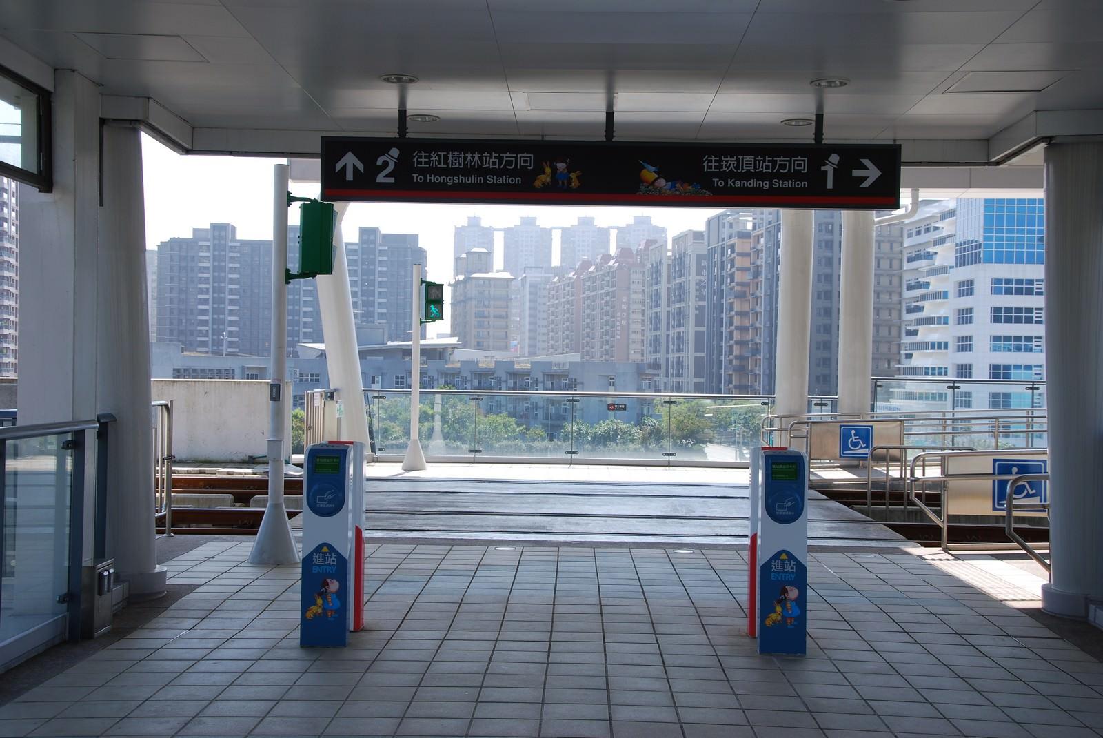淡海輕軌綠山線, 輕軌淡水行政中心站, 刷卡機