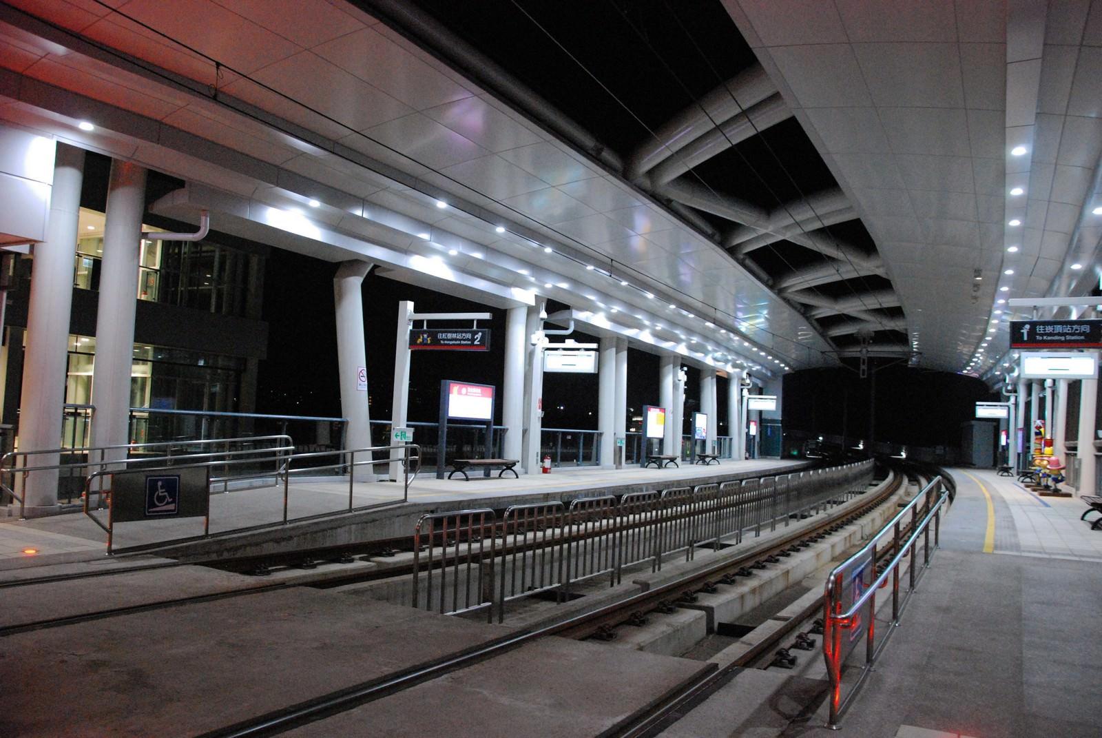 淡海輕軌綠山線, 輕軌淡金鄧公站, 月台