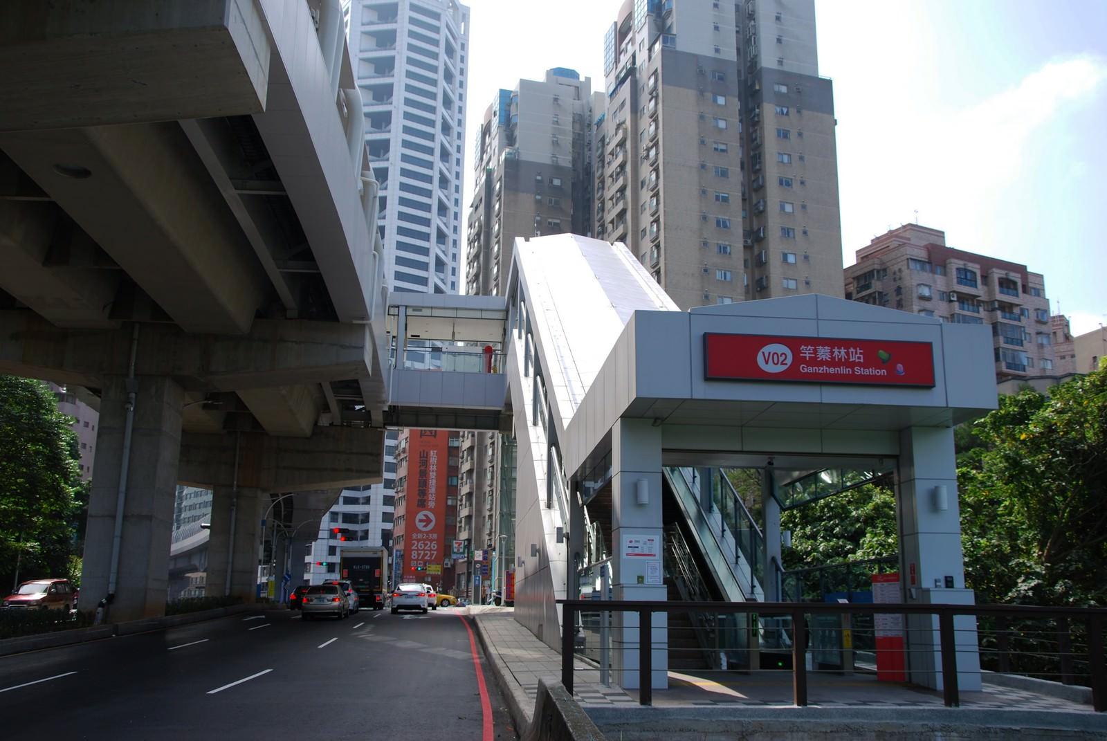 淡海輕軌綠山線, 輕軌竿蓁林站, 車站建築主體