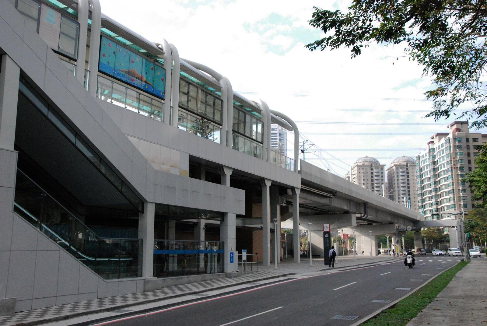 淡海輕軌綠山線, 輕軌紅樹林站, 車站建築主體